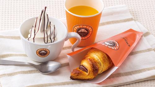 チョコクロとオレンジジュースとソフトクリームがついて、450円(税込)!!